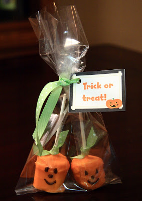 "Jack-o-lantern marshmallows wrapped in a treat bag with a label that reads ""trick or treat"""
