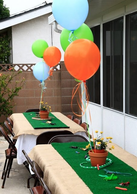 Birthday balloons and decor on tables