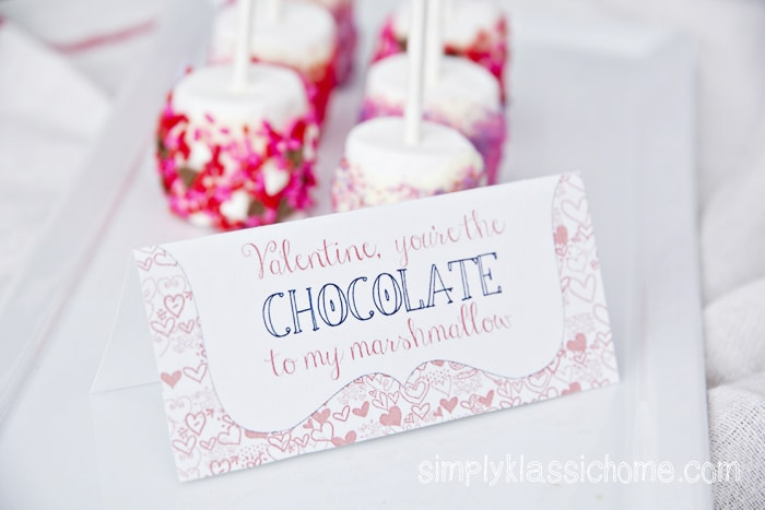 Close up of Valentine\'s tag with marshmallows