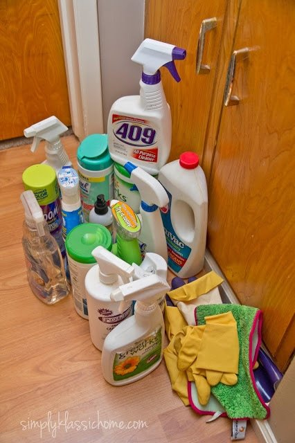 A bunch of cleaning supplies on the floor