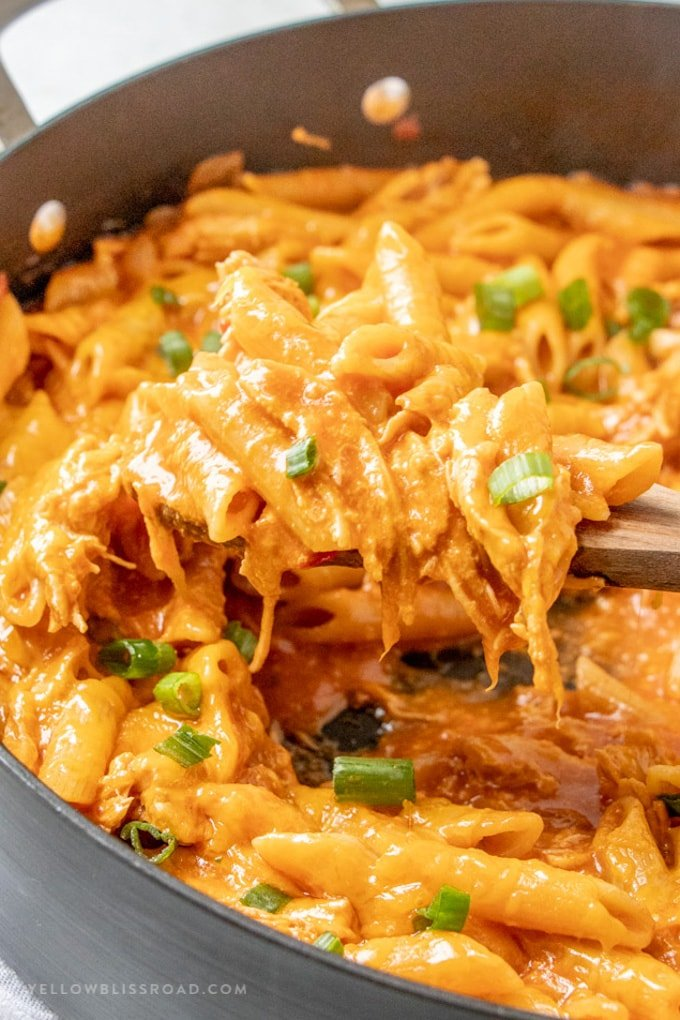 one pot cheesy chicken pasta with manwich