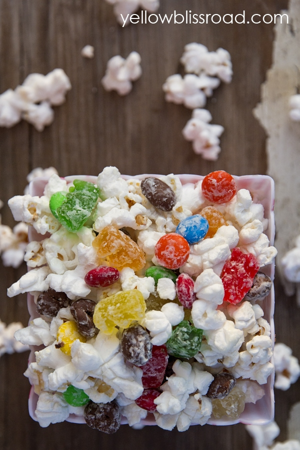 The great movie theater debate - candy, or popcorn? Now you can have both! Yummy white chocolate popcorn and your favorite movie theater candy come together for an extra special movie night treat.