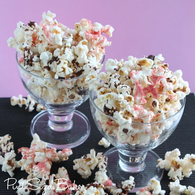 Two dishes full of neopolitan popcorn