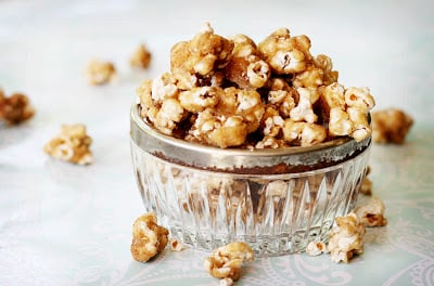 A dish of caramel popcorn