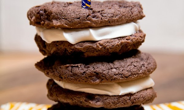 Cake Mix Cookie Sandwiches - A Neater Alternative to Cupcakes