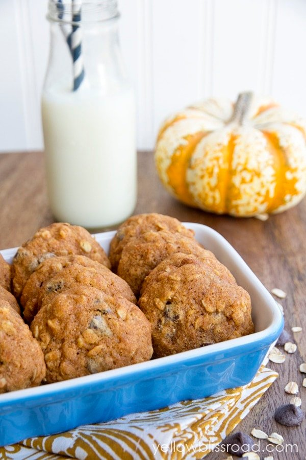 Whole Wheat Pumpkin Chocolate Chip Oatmeal Cookies