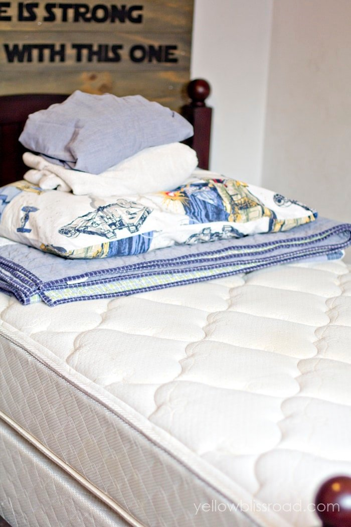 All-Natural Mattress Cleaner to Remove Urine Stains & Odors