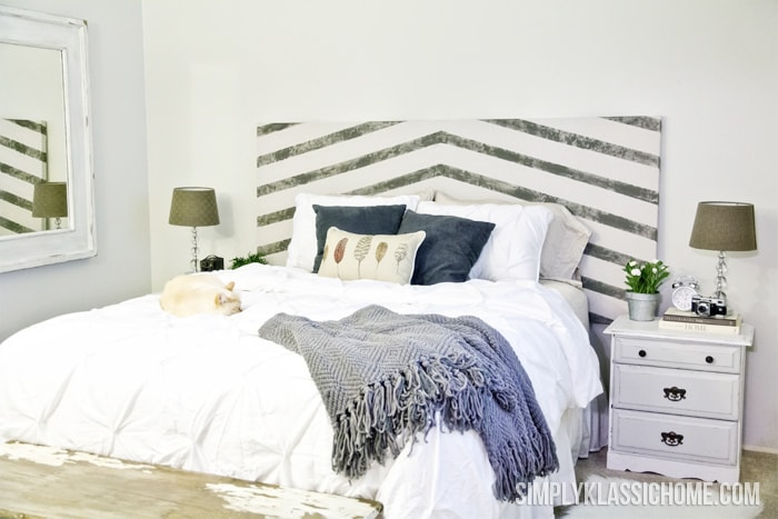 A made bed in a bedroom