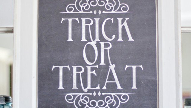 Free Halloween Printable: Trick or Treat Chalkboard