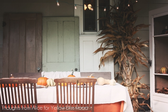 Outdoor Thanksgiving Table Decorating