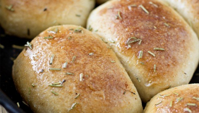 Garlic & Rosemary Skillet Bread