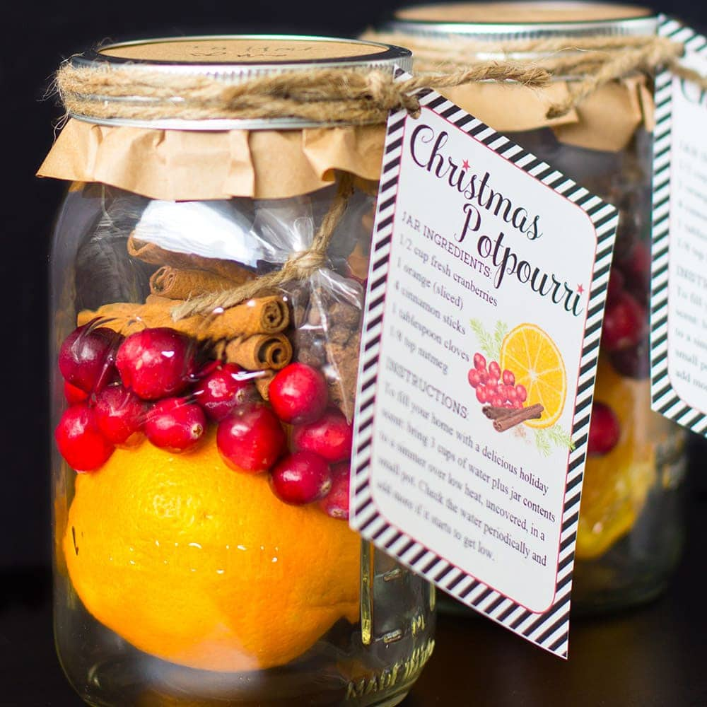 DIY Christmas Gifts: Christmas Potpourri in a Jar + Free Printable Gift Tags