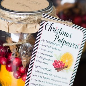 DIY Christmas Gift: Christmas Potpourri in a Jar with Free Printable