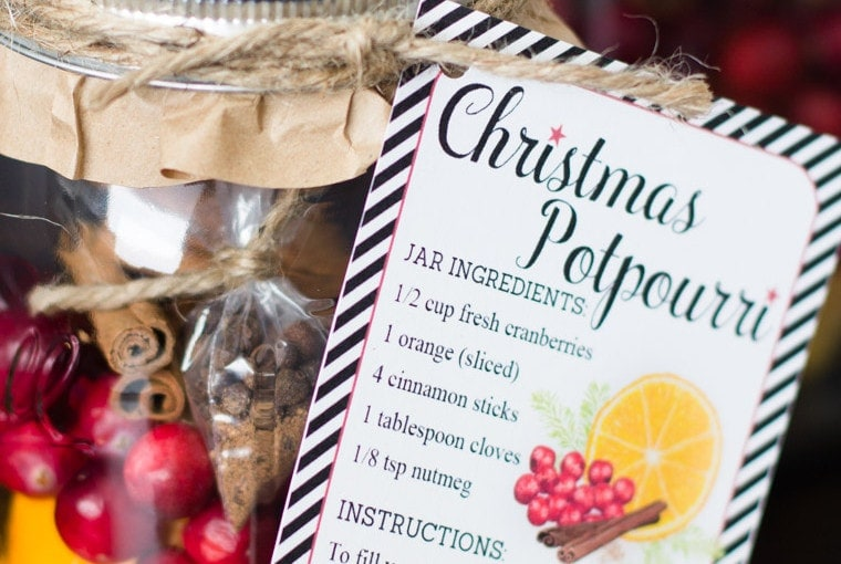 DIY Christmas Gift: Christmas Potpourri in a Jar with Free Printable