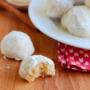 A plate of eggnog meltaway cookies