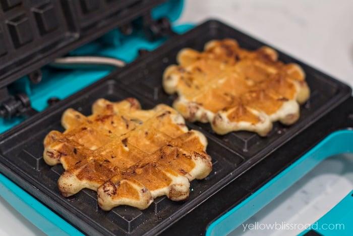 Yummy Cinnamon Roll Waffles