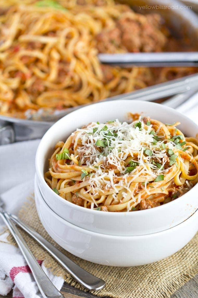 Easy Weeknight Linguine With Meat Sauce
