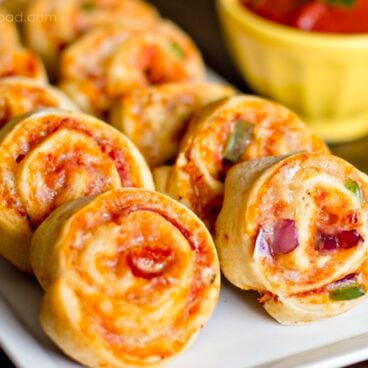 A plate of pizza pinwheels