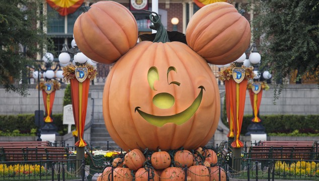 Top 7 Reasons You Should Visit Disneyland at Halloween Time