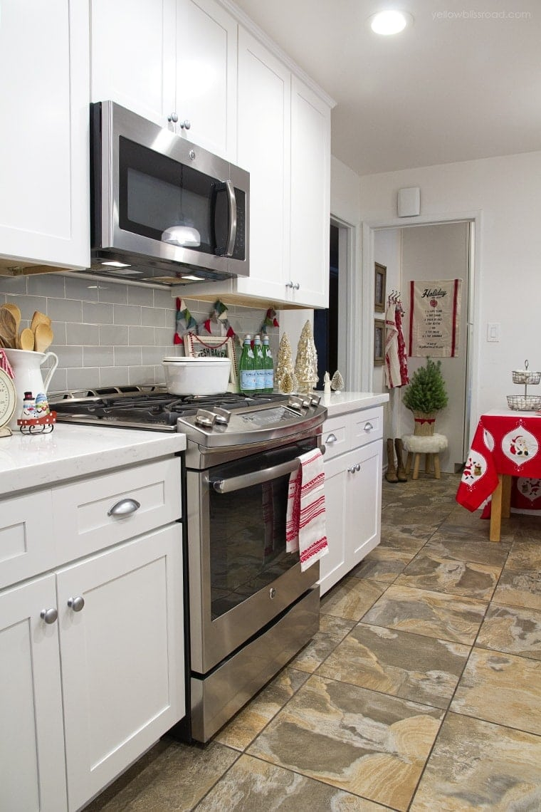 Christmas kitchen stove side