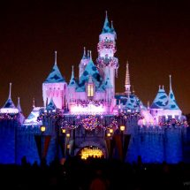How to Make the Most of Christmas at Disneyland
