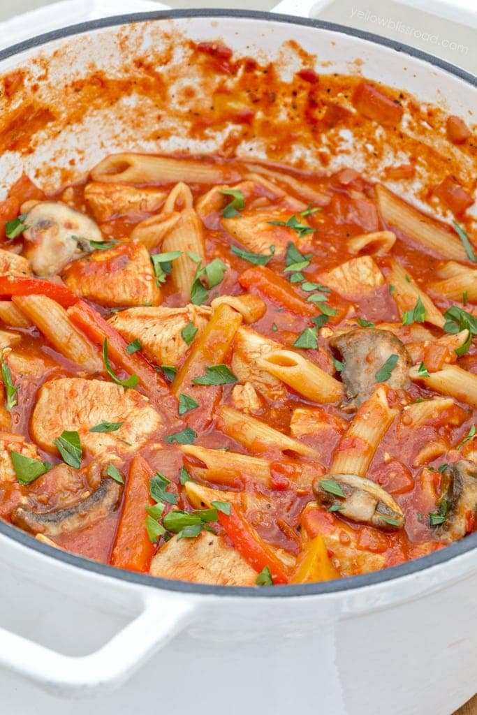 One Pot Chicken Cacciatore Pasta with Peppers and Mushrooms - Cooks in about 30 minutes and all in one pot!