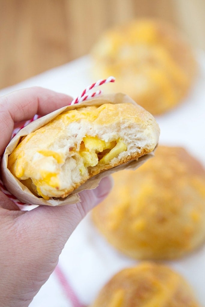 Super Easy Grab & Go Stuffed Breakfast Biscuits - Easy biscuits stuffed with your favorite breakfast foods, like scrambled eggs and bacon. Perfect for busy mornings and getting beck to school.