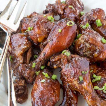 A plate of bbq chicken drumsticks