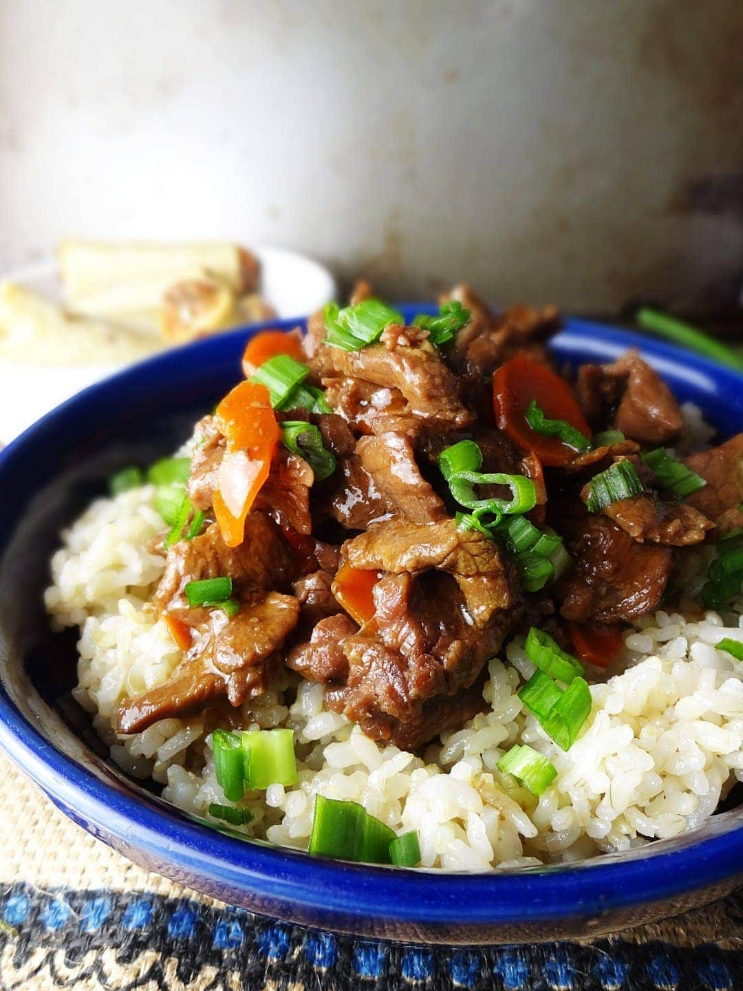 A plate of beef, rice and broccoli