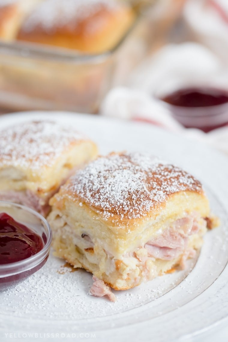 Monte Cristo sandwich Sliders with powdered sugar.