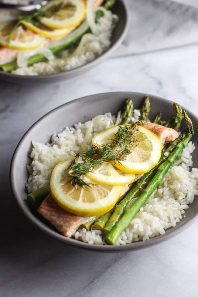 These Salmon and Asparagus Foil Packets are an easy and healthy dinner meal perfect for weeknights!
