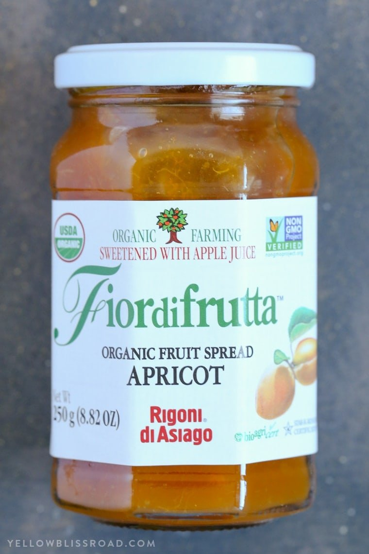 This Apricot Cream Cheese Danish with Fior di Frutta Organic Apricot Fruit Spread is the perfect springtime treat or snack from Mother's Day brunch to afternoon tea.