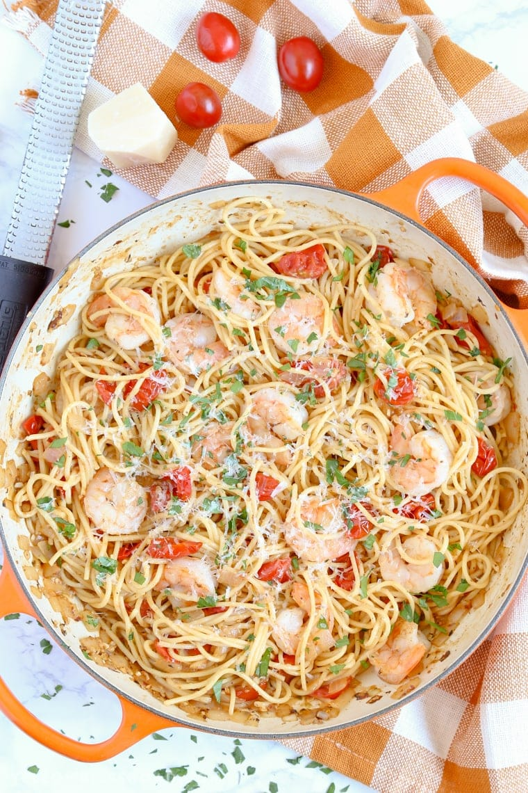 Garlic Shrimp and Tomato Spaghetti ready to serve