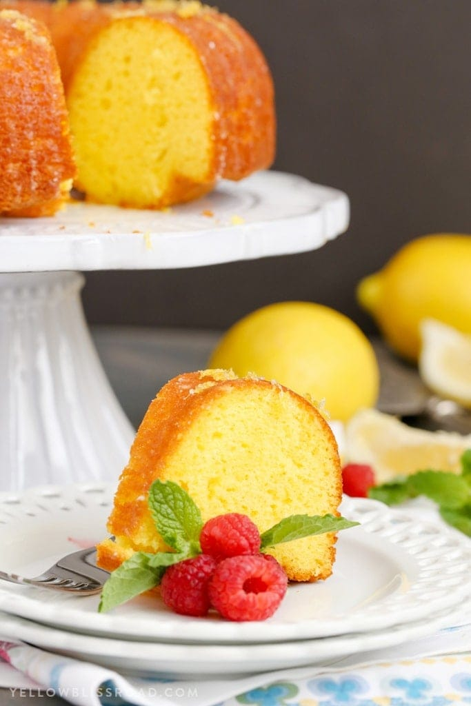Using Yellow Cake Mix To Make A Lemon Bundt Cake