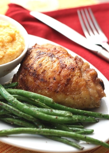 A plate of chicken and green beans
