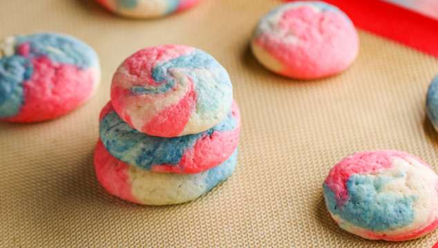 These Patriotic Cheesecake Cookies are the perfect dessert for your summer barbecue!