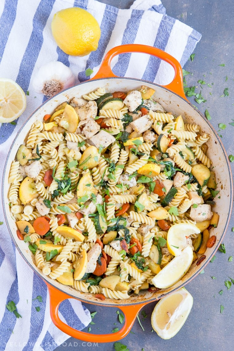lemon garlic chicken and vegetable pasta with zucchini