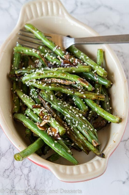A dish of green beans