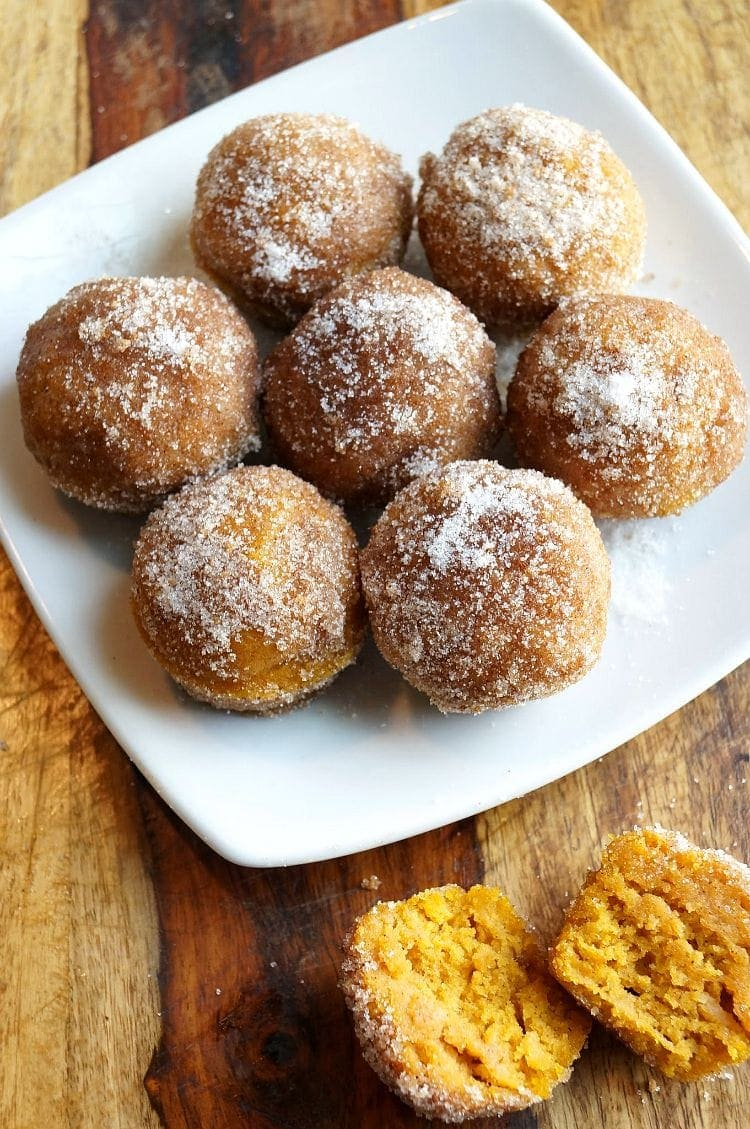 A plate of donut muffins