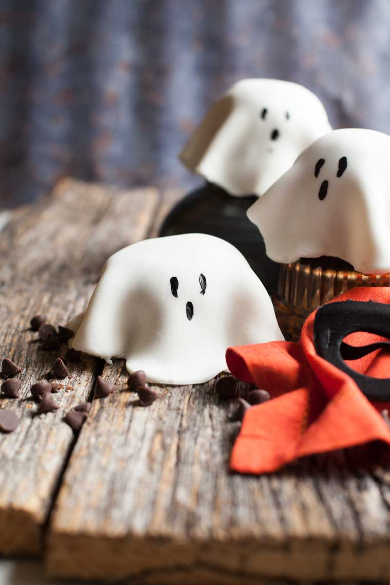 Chocolate mug cake ghosts are fun and fast. Make a batch with your little ghosts and goblins!