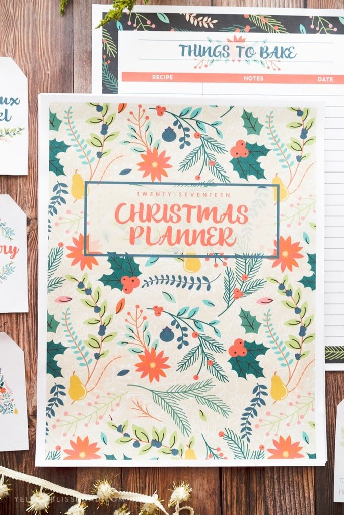2017 Christmas Planner with 30 pages to keep you organized! Includes editable gift tags and Christmas Card