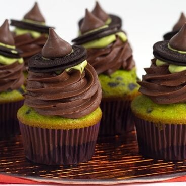 Witch Hat Cupcakes - These cupcakes are a green and black colored yellow cake mix, topped with a homemade chocolate frosting, a drizzle of green candy melt and finished with a cute little witch hat. These are the perfect halloween treat for kids!