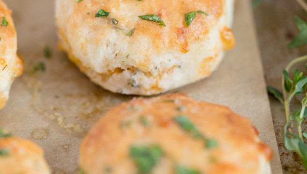 Homemade Biscuits with Cheddar, Garlic & Thyme