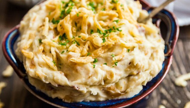 French Onion Mashed Potatoes add a savory spin to a classic holiday side dish! Your family will be fight for seconds!