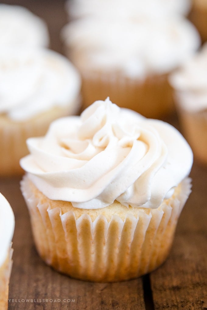 Easy Vanilla Cupcakes with Vanilla Buttercream plain