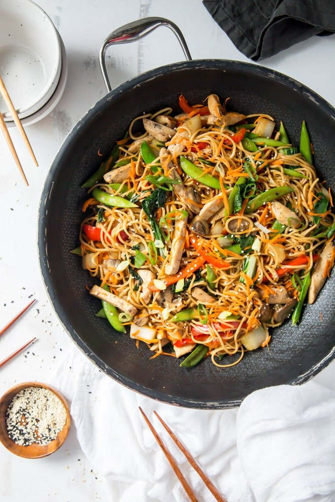 A skillet of chicken lo mein
