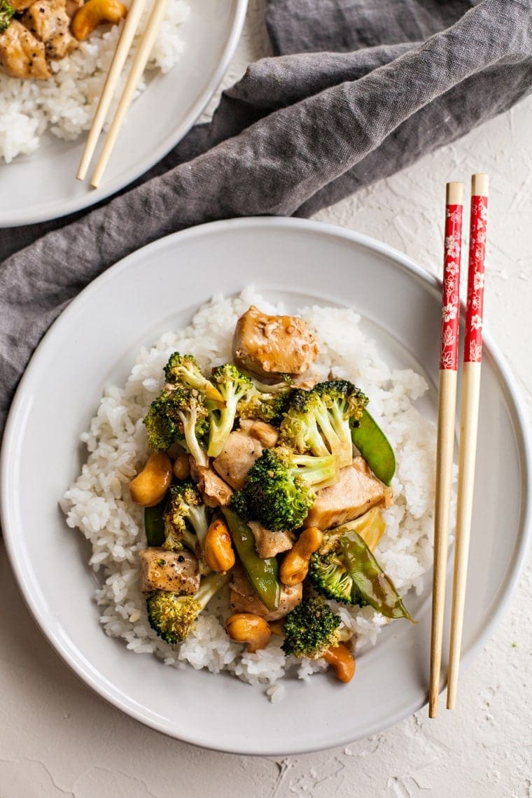 This Cashew Chicken and Broccoli is a quick and easy dinner that everyone will love! Baked in the oven with a sweet and savory sauce, it's ready in less than 20 minutes!