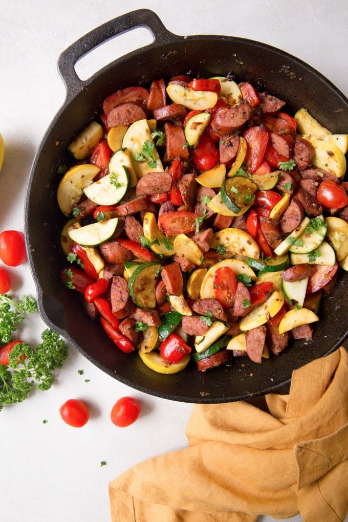 Smoked sausage, zucchini and tomatoes in cast iron skilelt