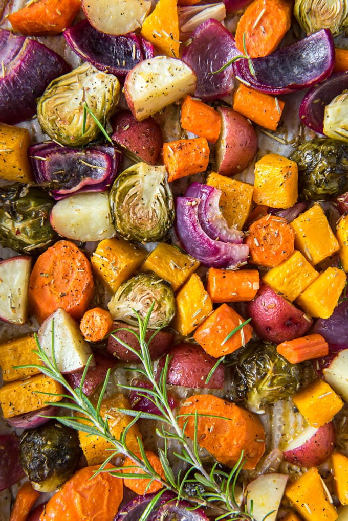 a pan of different vegetables that have been roasted