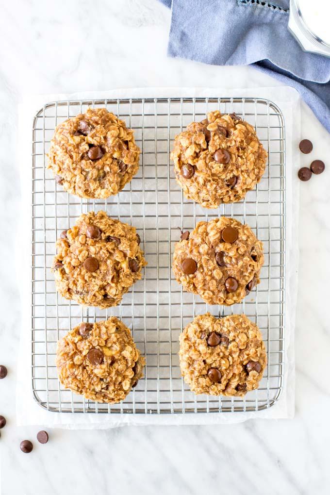 6 breakfast cookies on cooling rack.